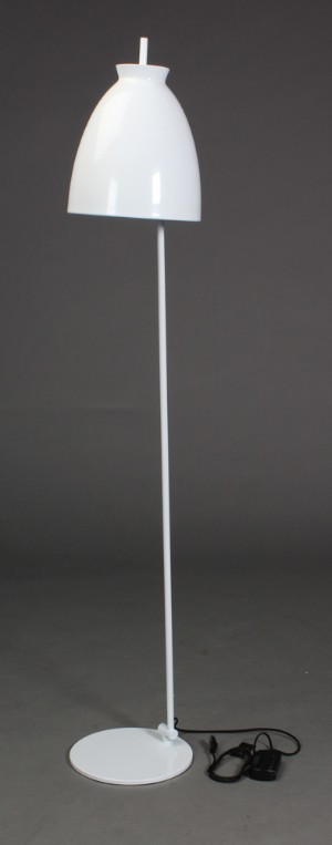 Apollo, Seeddesign, gulvlampe, hvid. - Dk, Aarhus, Egå Havvej - Apollo gulvlampe. Seeddesign. Hvidlakeret metal, vipbar. Lysdæmper. H. 170 cm. skærm Ø 30 cm. Modelfoto. - Dk, Aarhus, Egå Havvej