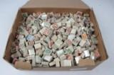 En kasse med danske frimærker femtenhundrede bundter.