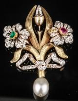 French antique 'Fleur-de-Lis' broche/pendant, 18 kt. gold, with necklace