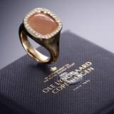 Ole Lynggaard. 'Cushion' ring af 18 kt. rødguld med briolettesleben blush månesten