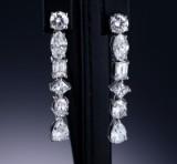 Et par diamantørehængere af 18 kt. hvidguld - i alt ca. 5.87 ct.