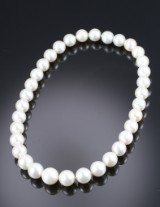 South Sea cultured pearl necklace, white saltwater cultured pearls from Pinctada Maxima oyster. Pearl Ø approx. 12.15 -15.19 mm