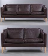 Stouby. Fritstående sofasæt bestående af to- og tre-pers. sofa, model Eva, betrukket med chokoladefarvet læder. (2)