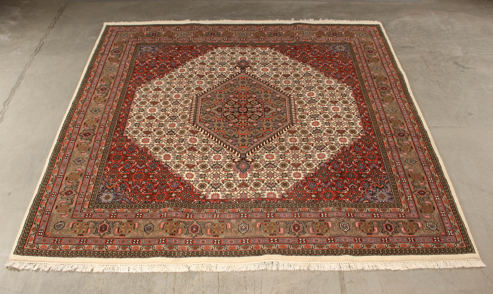 Indo Bidjar, 251 x 200 cm - Indo Bidjar, 251 x 200 cm. Håndknyttet tæppe af 100% uld på grundvæv af bomuld