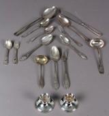 Samling sølvbestik sat et par stager. (16)