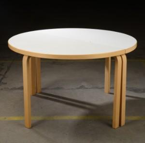 Alvar Aalto. Rundt bord 2 Denne vare er sat til omsalg under nyt varenummer 3069360