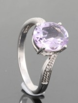 Diamond and amethyst ring approx. 0.02ct