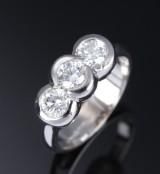 Fiorella. Brilliant-cut diamond ring, 18 kt. white gold, total approx. 1.00 ct.