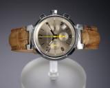 Louis Vuitton 'Tambour Chronograph'. Herreur i stål med gylden skive med dato, 2000'erne