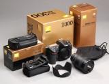 Nikon D300 digital kamera med linse og batterypack (3)