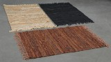 Skindtæpper. To tæpper af læderstrimler (3)