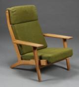 Hans J. Wegner 1914-2007. Lænestol, høj
