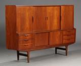 Dansk møbelproducent. Høj skænk, teaktræ