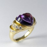 Gold ring featuring brilliant-cut diamonds and amethyst