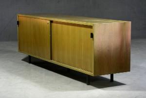 m bel florence knoll sideboard f r knoll international diese ware steht erneut. Black Bedroom Furniture Sets. Home Design Ideas