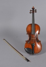 Violin m/ bue i kuffert, 1800/1900-tallet (3)