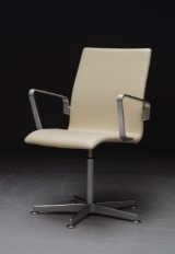 Arne Jacobsen. Oxford armchair with cream leather, model 3273