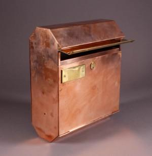Ungdommelige Postkasse, håndlavet i messing og kobber | Lauritz.com PW49