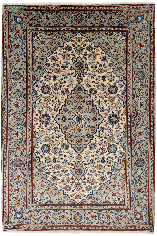 Kashan. Orientalsk håndknyttet tæppe, 296x198 cm - Kashan. Orientalsk håndknyttet tæppe, uld på bomuld, tæt knyttet prydet med stiliserede blomster og borter i afdæmpede farver. 296x198 cm