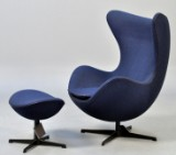Arne Jacobsen for Fritz Hansen. Lounge chair, model 3316 'Ægget' med skammel, model 3127. Limited Edition, no. 224/999