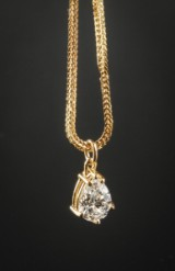 Pear-shaped diamond pendant, approx. 1.20 ct.