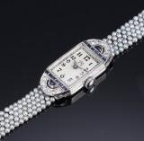Fransk Art Deco damearmbåndsur af 18 kt. hvidguld med safirer, perler og diamanter