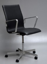 Arne Jacobsen. Oxford office chair, model 3291. Red Label from 2008