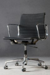 Charles & Ray Eames, office chair model EA 117 from the 'Aluminium Group' series by Vitra