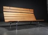 Skandinavisk design. Sofabænk af egetræ og stål