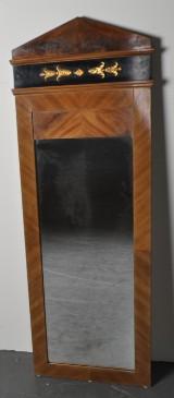 Spegel 1800-tal, fanerad i mahogny.