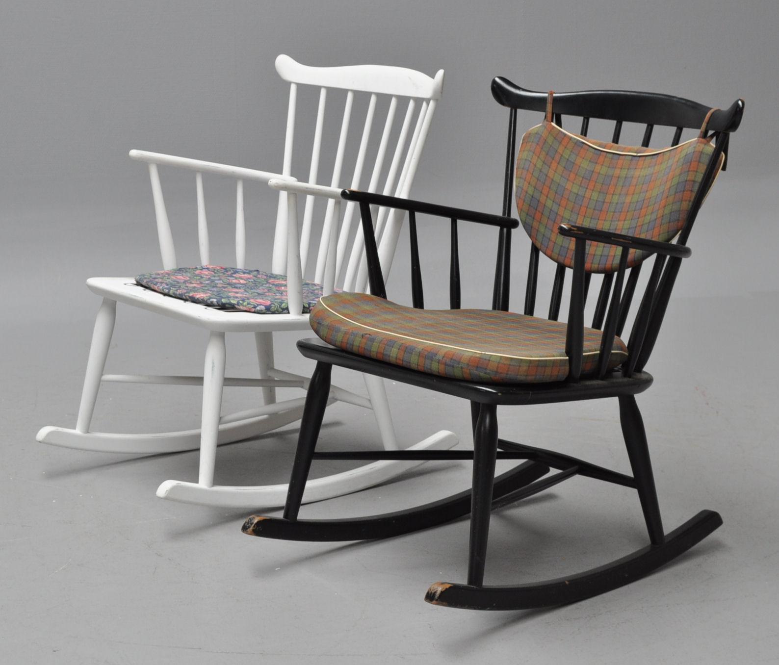 Dansk møbelproducent. 2 gyngestole med tremmer, 1960'erne (2