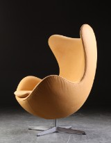 Arne Jacobsen. Lounge chair, 'The Egg', Model 3316. Nubuck aniline leather