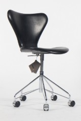 Arne Jacobsen. Office chair, model AJ 3107, reupholstered