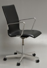 Arne Jacobsen. Oxford office chair with accompanying ID card, Red Label - model 3291