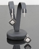Black and white brilliant-cut diamond earrings approx. 0.98ct