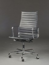 Charles Eames. Kontorstol, model EA-119, sort læder