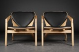 Hans J. Wegner. Pair of easy Butterfly easy chairs, model GE460, oak and leather (2)