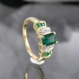 Ring in Gold mit Chromdiopsid, Smaragden und Diamanten