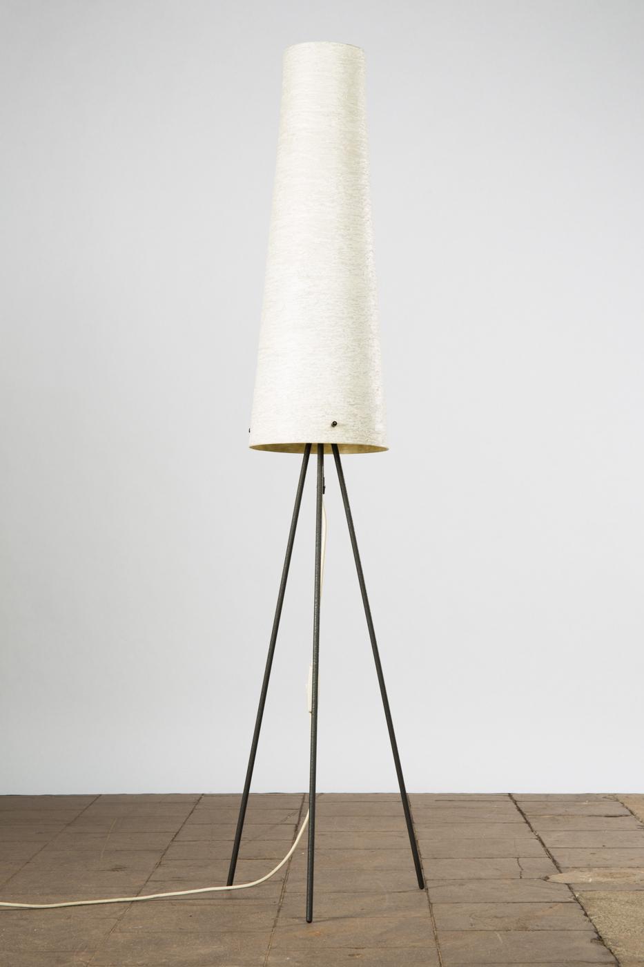 Tripod, Lampe / Stehleuchte, 1950er Jahre, Eisen Und Kunststoffverbund |  Lauritz.com