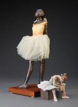 Efter Edgar Degas, 2 skulpturer i form af balletpige (2)