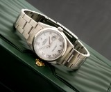 Rolex Datejust. Men's watch, steel with white dial - incl. box and certificate, 2005