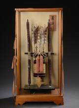 Japansk bue- og pilesæt i glasmontre