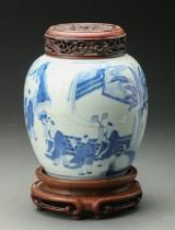 Kinesisk bojan af porcelæn med base og låg af hardwood