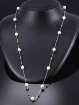 Diamond and culture pearl necklace, 14 kt. white gold, diamonds total approx. 5.00 ct