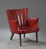Svend Skipper. Lænestol med betræk af rødt skai, ben af teaktræ.