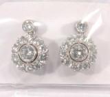 Örhängen ett par med diamanter 2xca 0.25ct 1xca 0.08ct 1xca 0.10ct 20xca 0.04ct 18K vitguld (5.4g)