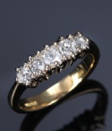 Vintage diamantring af 18 kt. guld, i alt ca. 0.80 ct