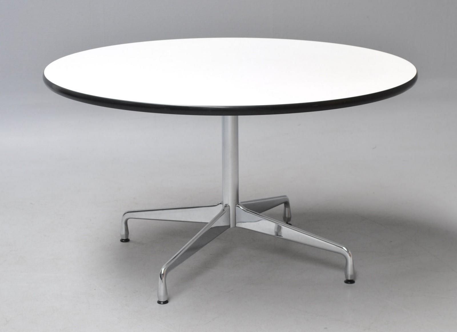 Charles Eames. Rundt spisebord 'Segmented Table'. Hvid