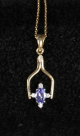 Tanzanite- og diamant vedhæng, 14 kt guld med kæde. Vendbar.  (2)