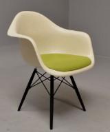 Charles Eames. Fibreglass armchair, model DAW